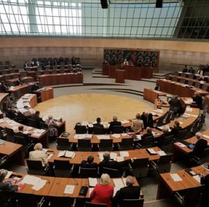 Minister für Inneres und Kommunales Ralf Jäger spricht im Plenarsaal